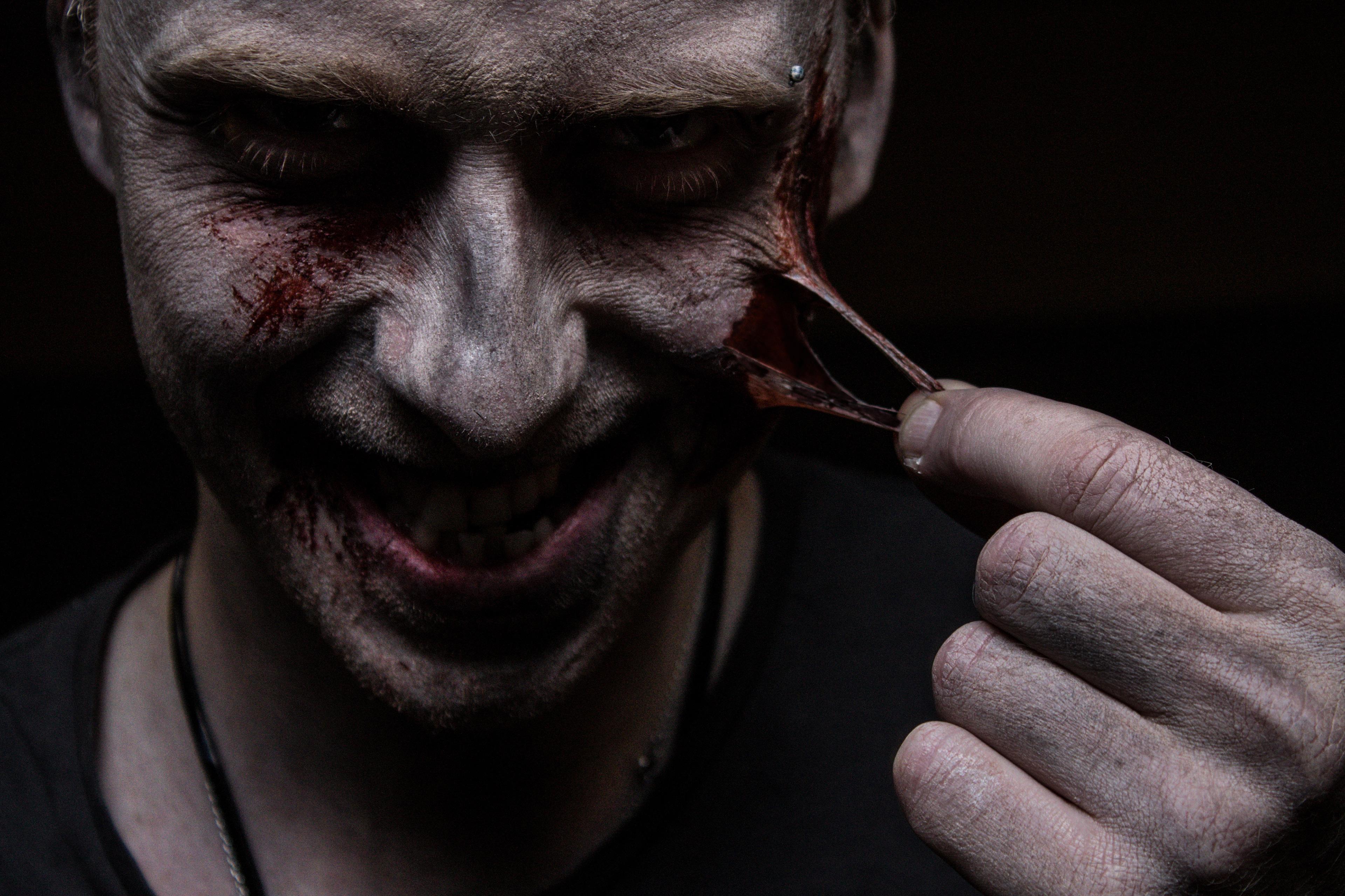 Картинки ухо в крови