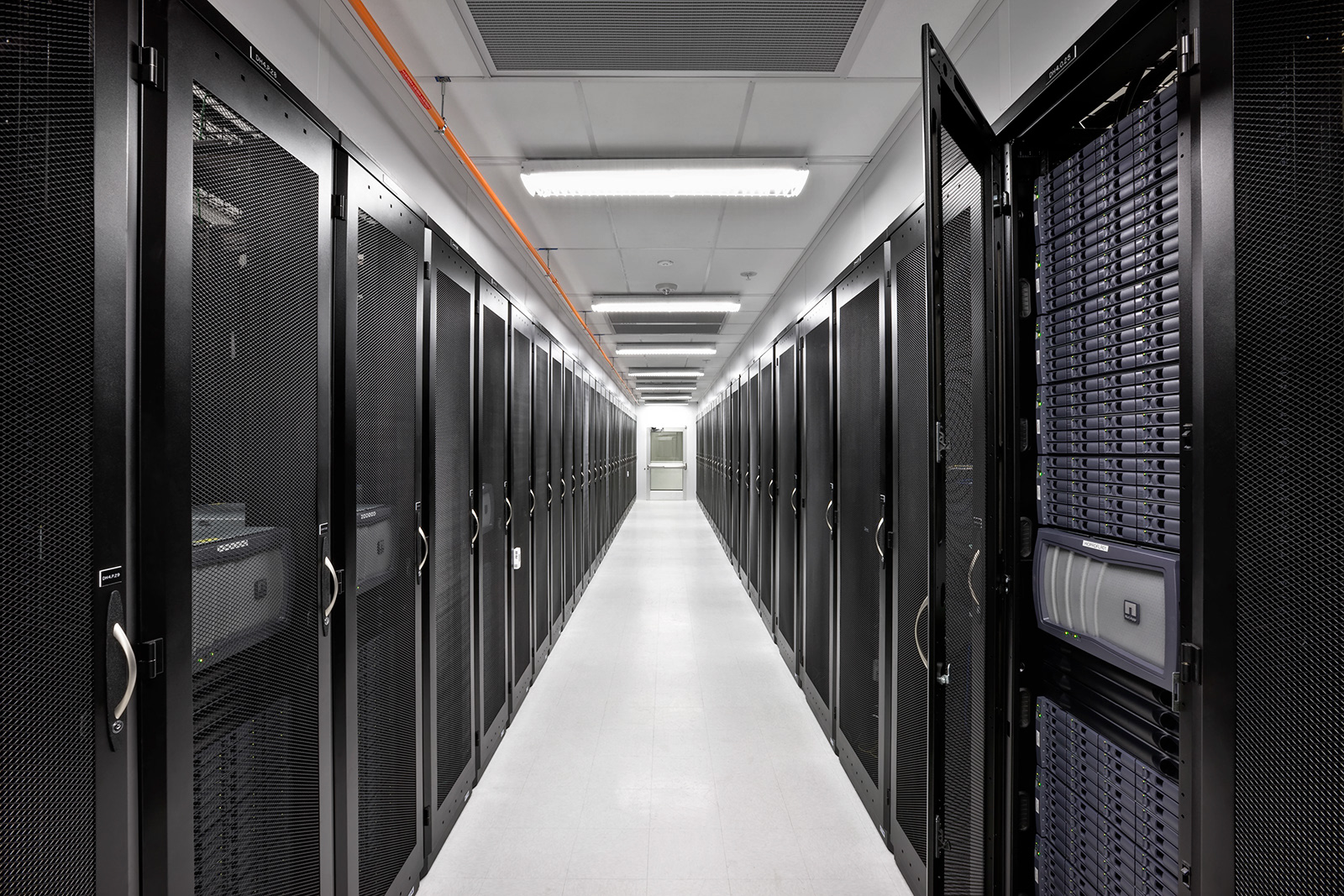 ciscos compelling vision for the data center includes ucs - HD1600×1067